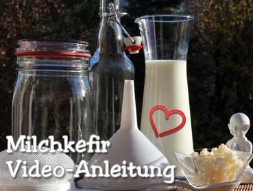 Die ausführliche Milchkefir-Video-Herstellanleitung. Bei uns finden Sie alle Informationen rund um Kefirpilze, Kefir, Kefirknolle, Milchkefir, Kombucha und Teepilz und Kombuchapilz, Kombu und Wasserkefir! Viele Informationen zur einfachen Herstellung, der Wirkung, Tipps zur Pflege und leckere Rezepte rund um den Kefirpilz, die Kefirknolle und Kefir. Sie finden hier eine große Auswahl an verschiedenen Kombucha, Kefir, Milchkefir und Wasserkefirprodukten sowie Einsteiger und Komplettsets, mit denen Sie die leckeren Gärgetränke selbst ganz einfach und unkompliziert zu Hause herstellen können